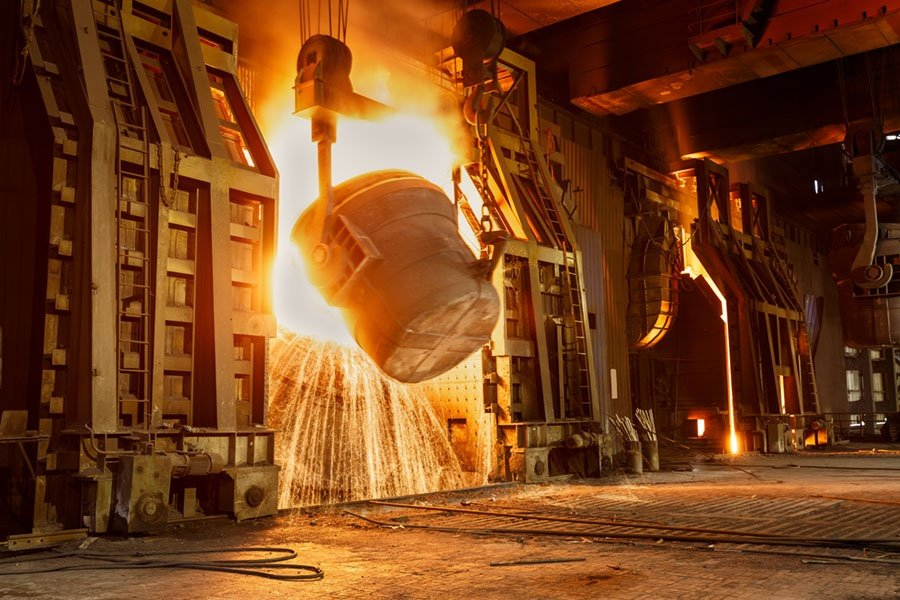 Combining molten elements in a furnace